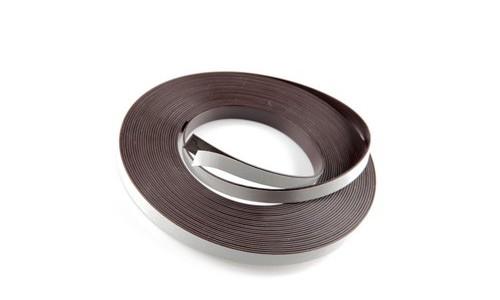 Striscia adesiva magnetica